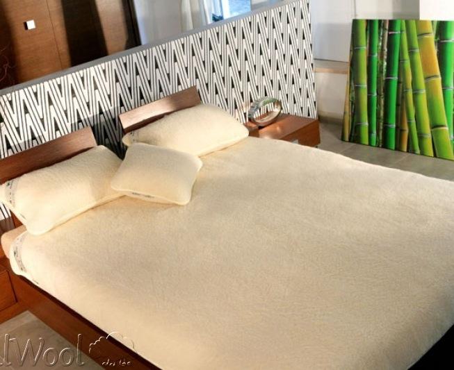 Caldissime coccole di lana anche nel letto vestire - Giochi d amore nel letto ...